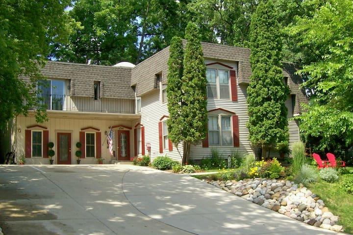 Heritage House - Fontana-on-Geneva Lake - Casa
