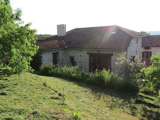 Maison en pierres typique grande calme climatisée - Felzins - Casa