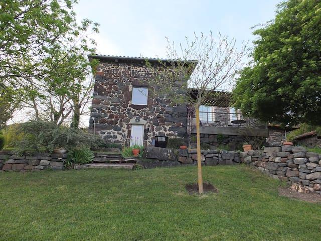 Cour et Jardin - Arsac-en-Velay - Gjestehus