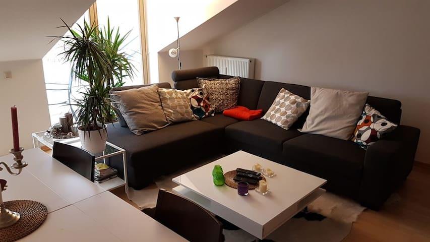 98 m² - 3 Zi. Whg. DG m.Balkon, PKW Stellplatz - Oberhaching - Leilighet