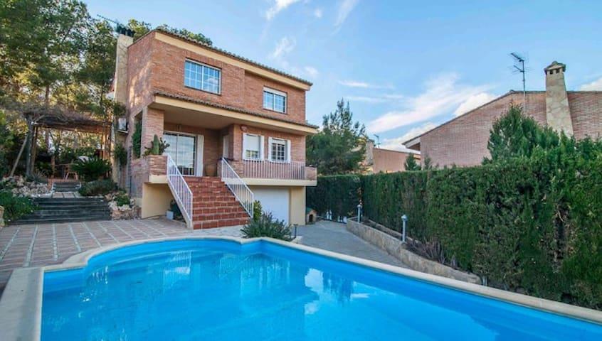 Casa con jardín y piscina - La Canyada - Chalet