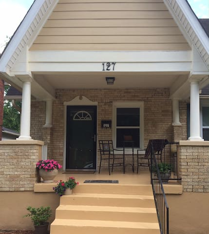 Updated bungalow close to downtown - Hot Springs - Ev