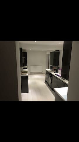 Double bedroom, beautiful clean house - Bilston - Ev