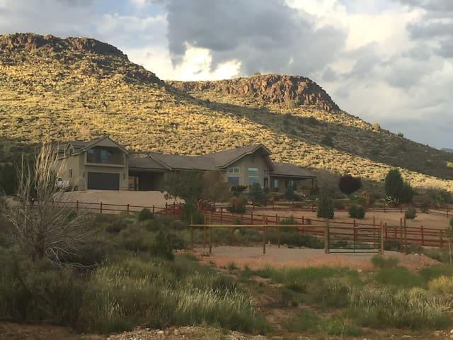 Eagle Ridge Ranch Retreat, near St George, UT. - Dammeron Valley