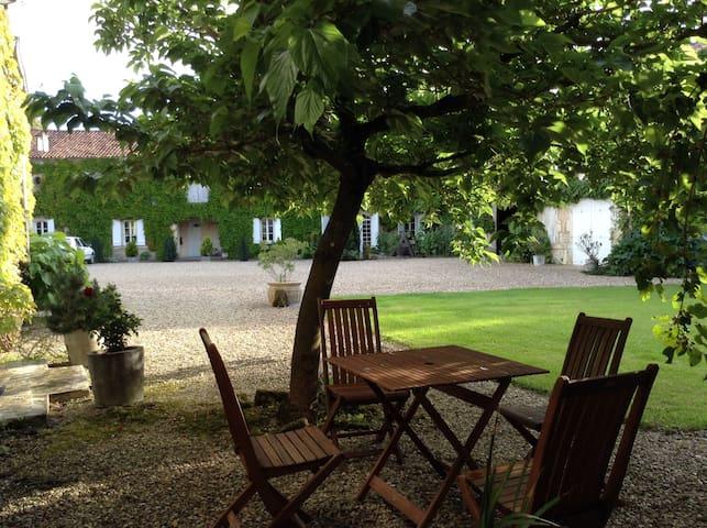 """Suite """"Kribi"""" au LOGIS DE GUITRES (4 épis charme) - Chassors - Bed & Breakfast"""