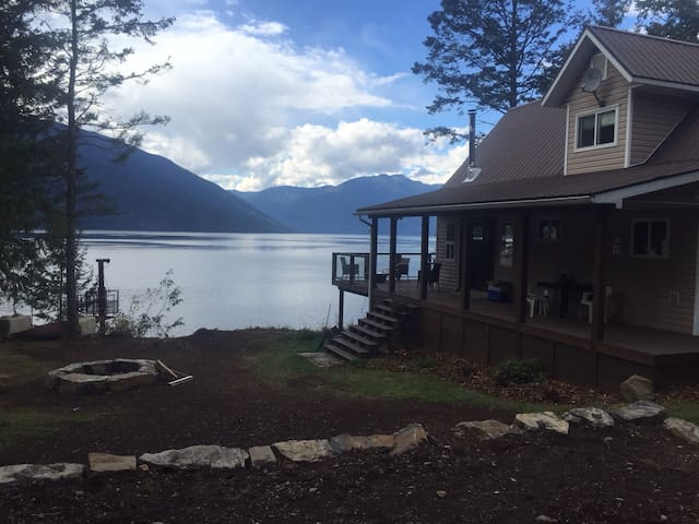 Life is Better on Kootenay Lake! - Gray Creek - Hus