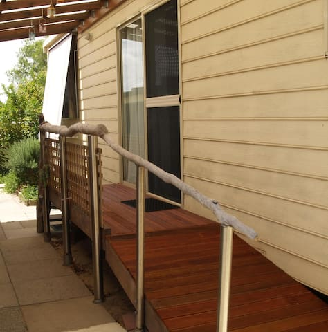 FREMANTLE AREA COTTAGE, Cosy 2 BDRM - Coolbellup - Departamento