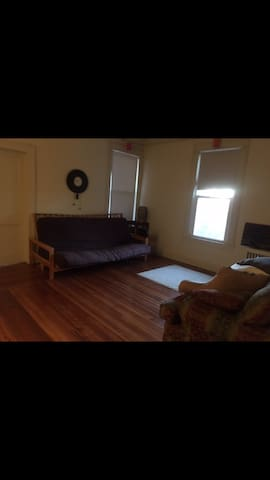 Comfy couch in Middletown - Middletown - Apartament