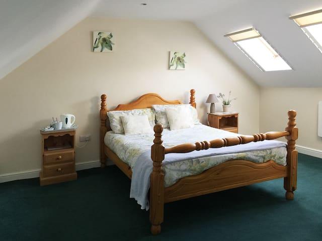 Grimsby En-suite Double Room Wi-Fi/Secure Parking - Healing