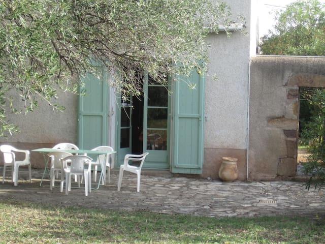 Belle maison de vigneron avec piscine - Cébazan - Rumah