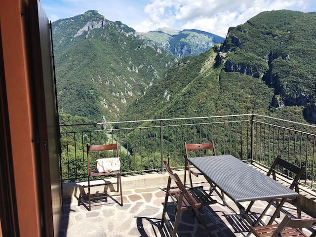 Two-room apartment with a panoramic terrace - Camerata Cornello - Appartement