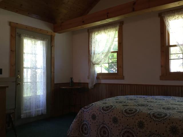 Nice room,nice bed nice price - De Pere
