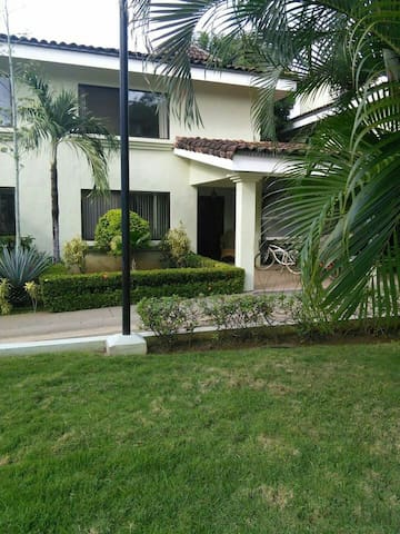 Playa Del Coco, townhouse,3 bedroom - Playa del coco - Maison