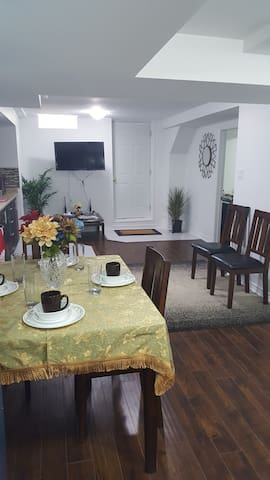 New Luxurious Basement Apartment - Brampton - Appartement
