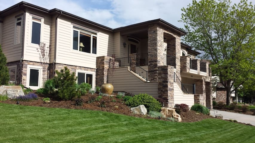 Custom Home with Private Lower Level, Golf, Trails - Fort Collins - Ev