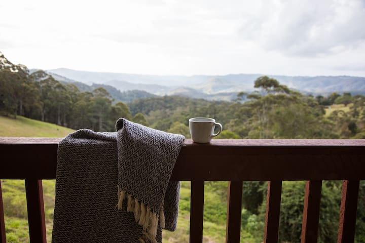 Maleny.Swiss-style mountain chalet.Fireplace,views - Reesville - Chalet