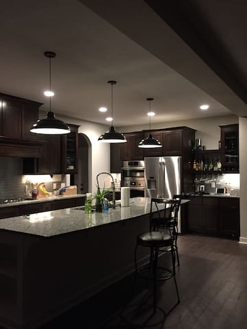 Beautiful new construction in suburban setting - Inver Grove Heights - Casa