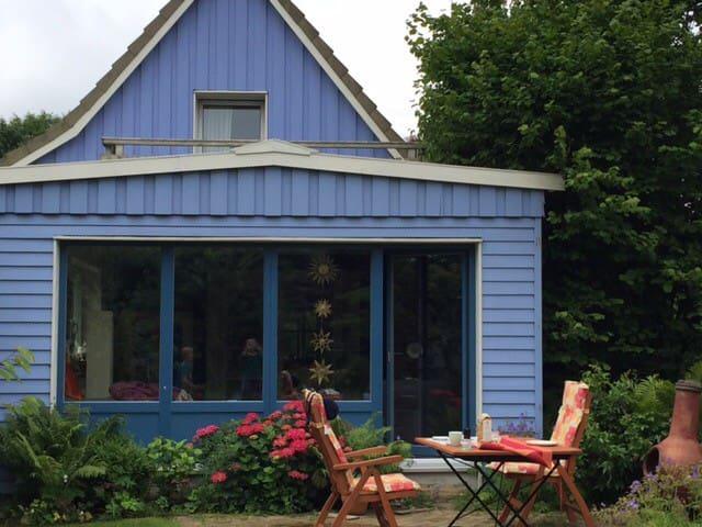 Buntes Haus mit himmlischem Garten - Kiel - Hus