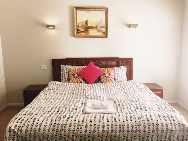 墨尔本华人区超大套房,Spacious Bedroom with Ensuite - Glen Waverley