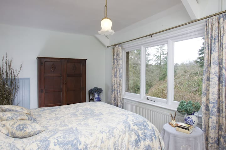 Lovely room in beautiful, secluded, period house. - Chagford - Casa