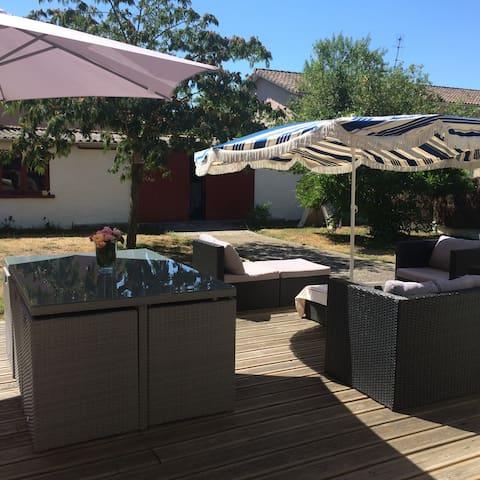 Agréable maison de ville avec jardin - Bordeaux - House