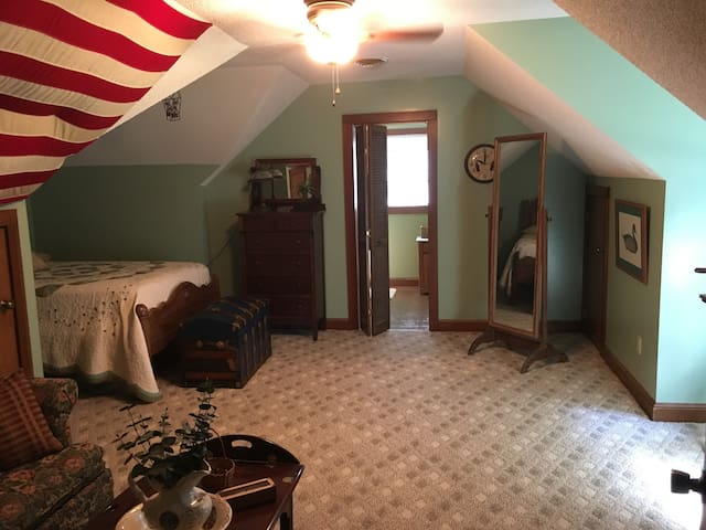 Large Bedroom with Private Bath and Unique Decor - Martinsville
