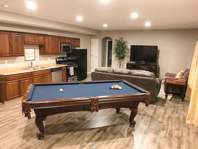 Private 2-Bedroom Walk-Out Basement Unit - Highland - Appartamento