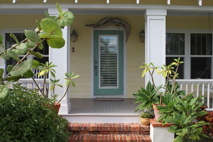 Charming Beachside Home with Tree Fort and Garage - Port Orange