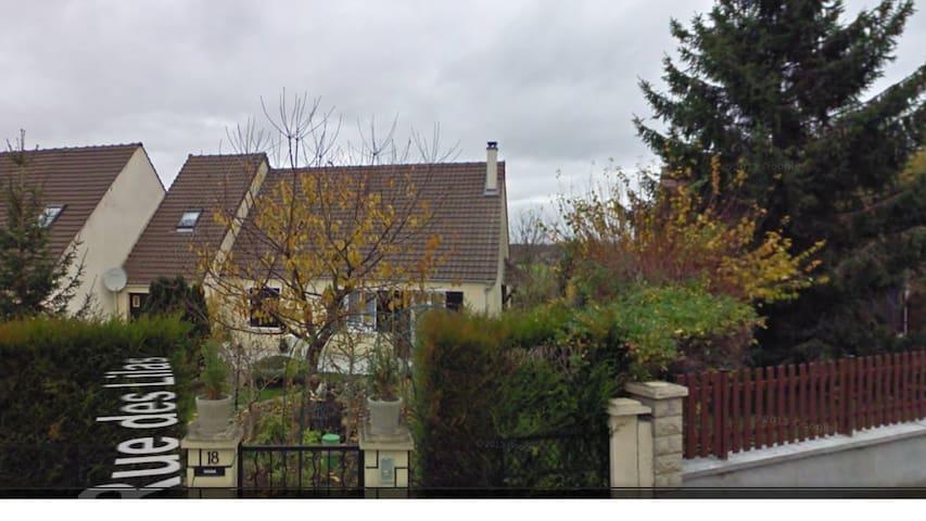 Village bien situé en Seine-et-Marne - Ozouer-le-Voulgis - Huis