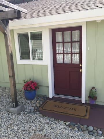 A Pleasant Little Cottage - Auburn - Talo