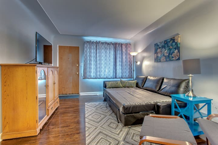 Renovated 1 Bedroom Queen Bed -20 min to Red Rocks - Lakewood