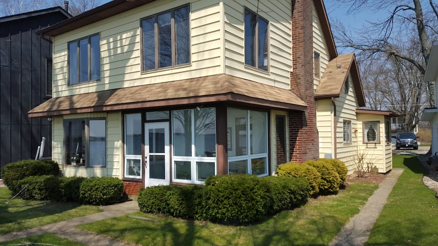 Ideally Located Lakefront Home - Syracuse