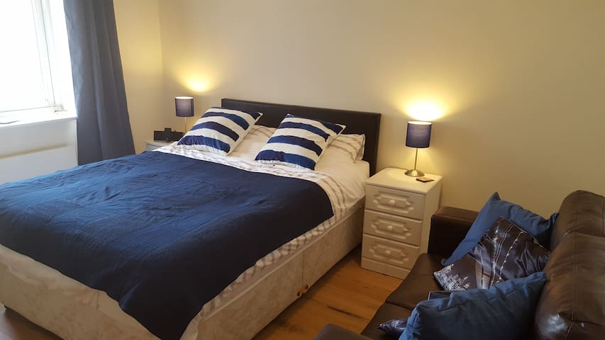 Cosy double bedroom with private en-suite - Dundrum - Daire