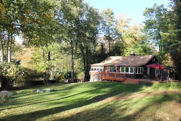 Mountain Lake Cabin - Smallwood - Houten huisje