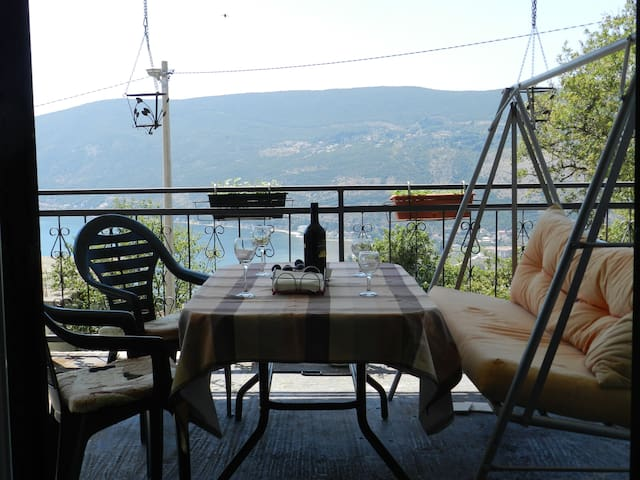 Hilltop Sea View Apartment - Sušćepan