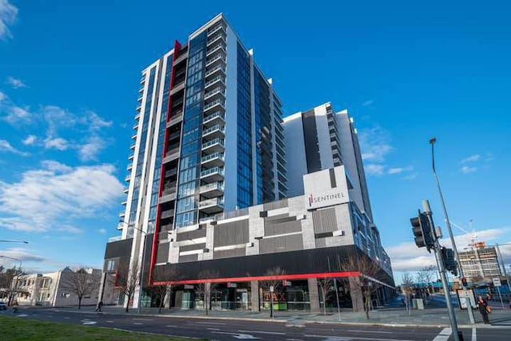 Town center luxury secured apartment with lakeview - Belconnen - Appartement