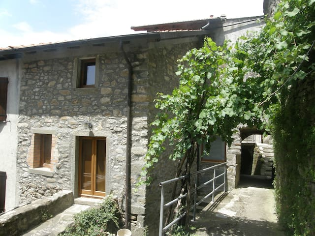Casa Vico - a charming holiday home in Tuscany - Bagnone - Huis