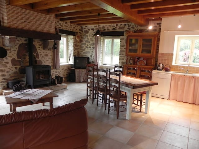 French gite with pool and hot-tub - Abjat-sur-Bandiat - Huis