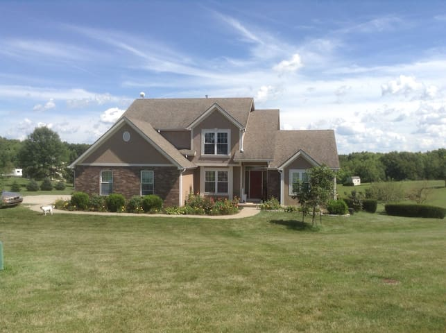 Country Retreat Near KCI Airport - Platte City - Huis