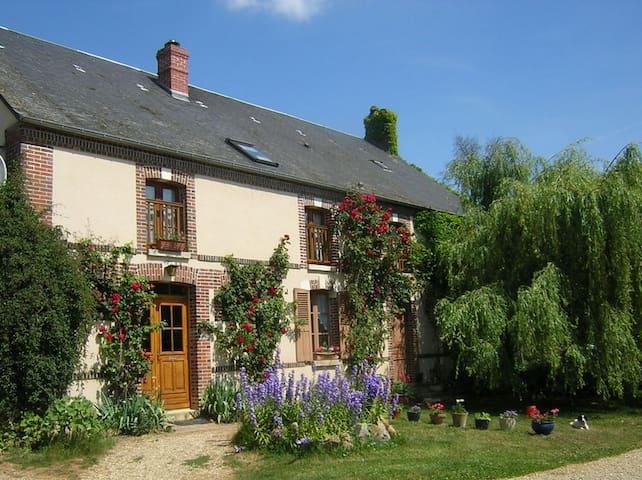 Chambre Rose - Charny-Orée-de-Puisaye - Hus