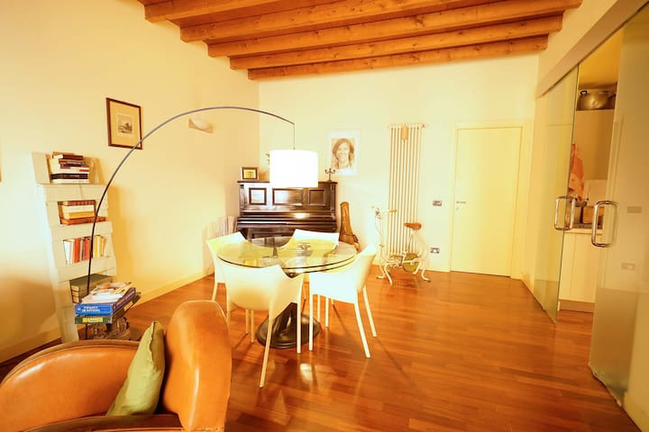Emotional apartment in the historical centre - Brescia - Huoneisto
