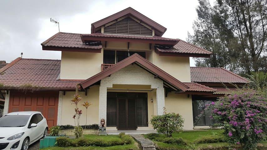 Villa Green Hill Medan Sibolangit - Medan - Villa