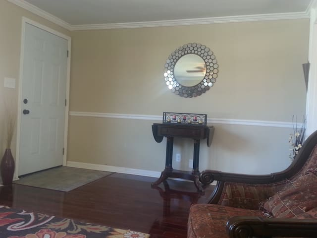 Charming Ranch 15mins from Track - Louisville - Maison