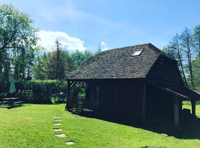 Unique Riverside Barn Close to Mottisfont Abbey - Hampshire - Casa de campo