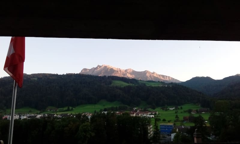 Private room, terrace view to Pilatus near Lucerne - Obernau - Bed & Breakfast