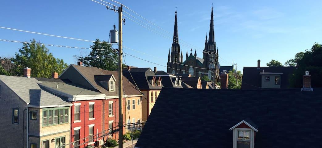 "A ""Princely"" Abode, Downtown Charlottetown - Charlottetown - Lägenhet"