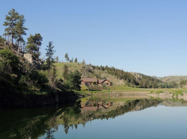 Burnt Out Lodge - Big Timber - Naturstuga