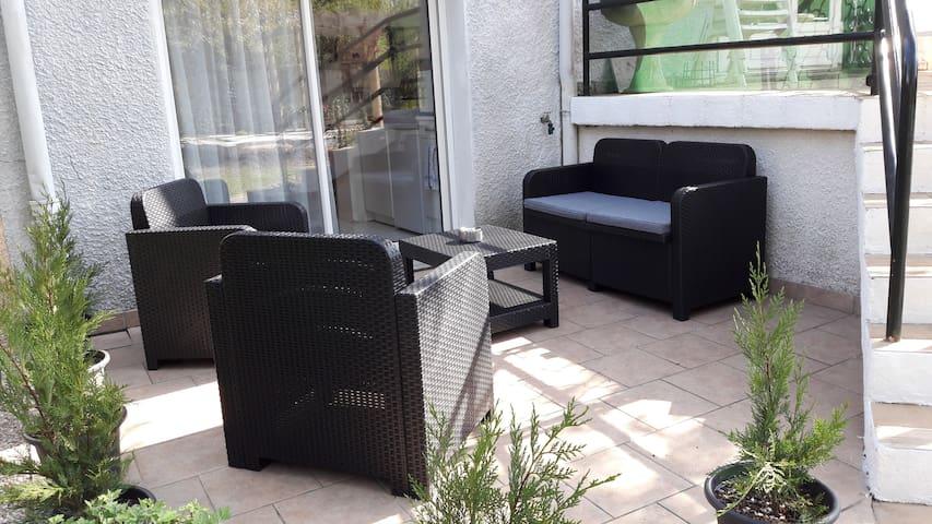 two rooms independentappt -garden - true breakfast - Bourges - Huis