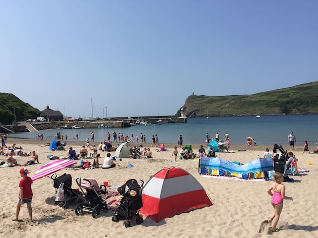 Family Home close to Beach & Shops - Port Erin - Bed & Breakfast