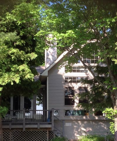 3000 Square Feet of Family Lakeside Living - Traverse City - Dom